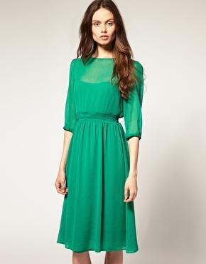 grön klänning bröllopsgäst