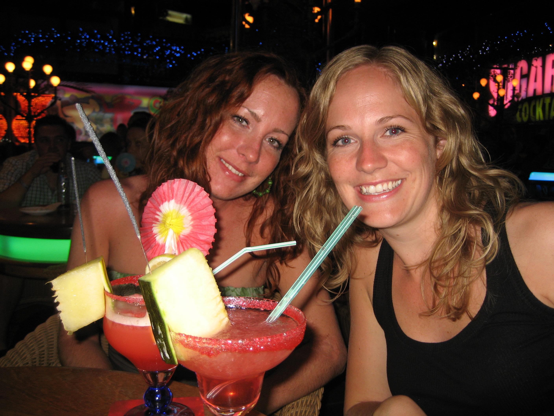 Två systrar och paraplydrinkar
