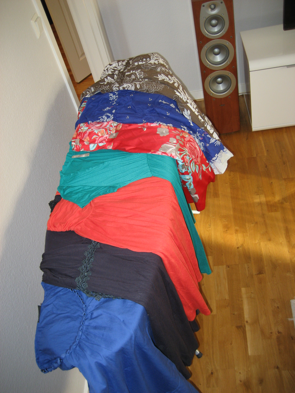 Sju klänningar och en ful högtalare